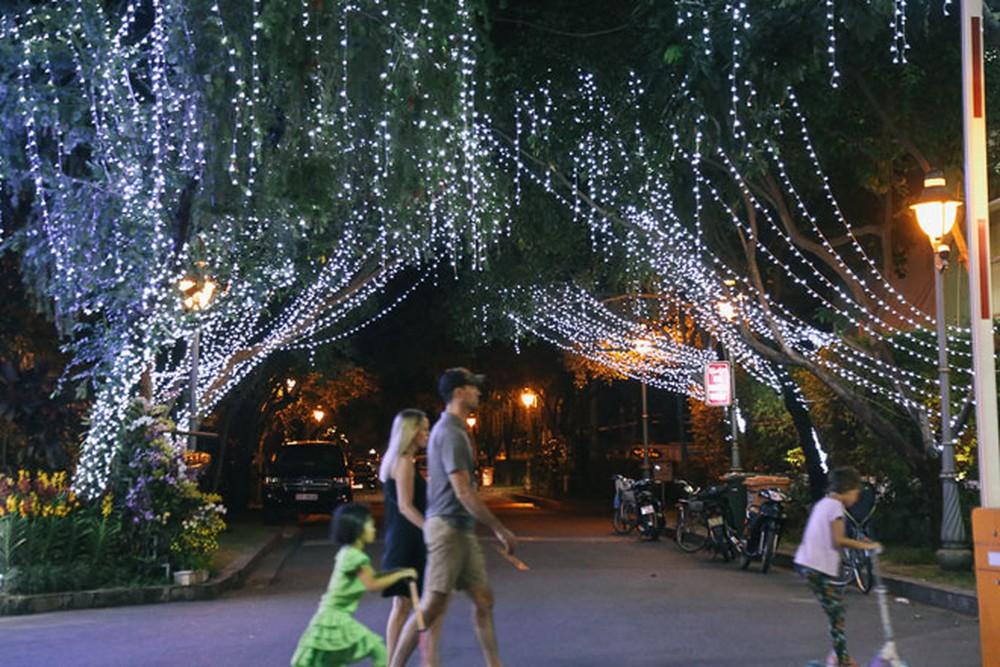 Khu đô thị Phú Mỹ Hưng trang hoàng lung linh đón Giáng sinh