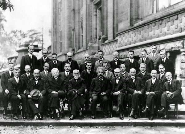 Bức ảnh nhiều 'não' nhất mọi thời đại: Nguyên một hội bạn gia thế khủng toàn thiên tài IQ trên 180 - Ảnh 2