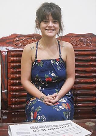 Cô gái Pháp về Việt Nam tìm cha chỉ với một bức ảnh duy nhất và cái kết ngọt ngào từ sự giúp đỡ của cộng đồng - Ảnh 1