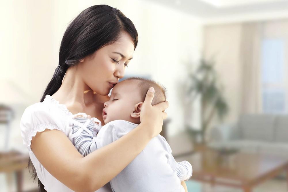 Sai lầm tai hại của mẹ khi chăm trẻ sơ sinh khiến con ốm yếu, khó nuôi - Ảnh 1