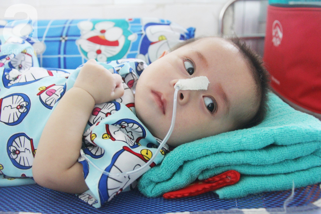 Ánh mắt cầu cứu của bé trai 7 tháng tuổi bị mẹ bỏ rơi trước cổng chùa vì mắc bệnh bại não - Ảnh 10
