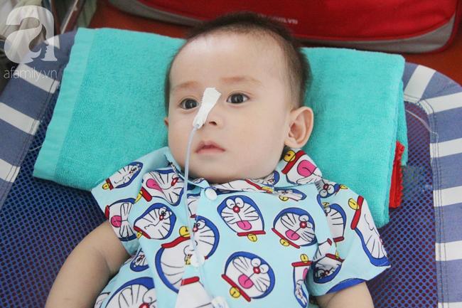 Ánh mắt cầu cứu của bé trai 7 tháng tuổi bị mẹ bỏ rơi trước cổng chùa vì mắc bệnh bại não - Ảnh 11