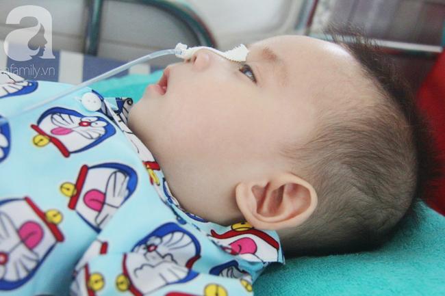 Ánh mắt cầu cứu của bé trai 7 tháng tuổi bị mẹ bỏ rơi trước cổng chùa vì mắc bệnh bại não - Ảnh 14