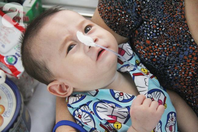 Ánh mắt cầu cứu của bé trai 7 tháng tuổi bị mẹ bỏ rơi trước cổng chùa vì mắc bệnh bại não - Ảnh 17