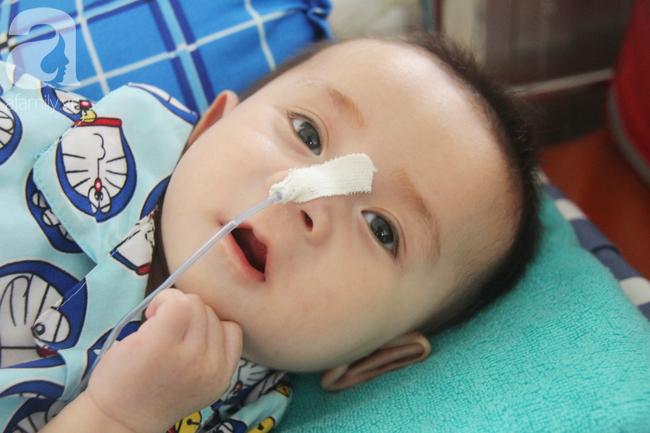Ánh mắt cầu cứu của bé trai 7 tháng tuổi bị mẹ bỏ rơi trước cổng chùa vì mắc bệnh bại não - Ảnh 18