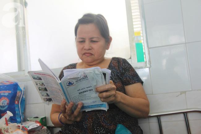 Ánh mắt cầu cứu của bé trai 7 tháng tuổi bị mẹ bỏ rơi trước cổng chùa vì mắc bệnh bại não - Ảnh 4