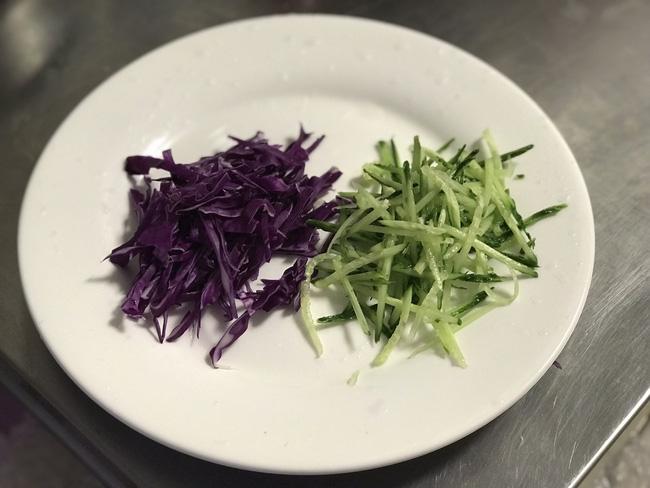 Mỗi ngày đi làm tôi đều mang theo món salad này ăn trưa, ăn hoài cả tuần cũng không chán - Ảnh 1