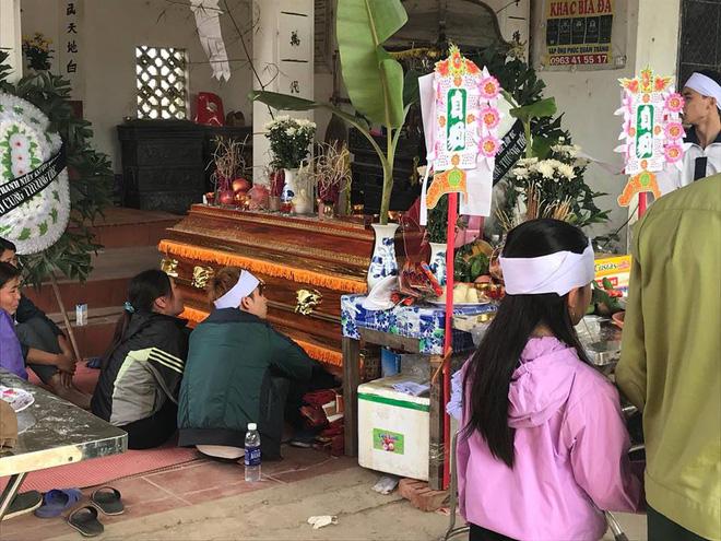Cha mẹ sụp đổ, chồng sắp cưới ngẩn ngơ ôm linh cữu sau vụ tai nạn khiến cô gái sinh năm 1994 tử vong ở Hà Nội - Ảnh 2