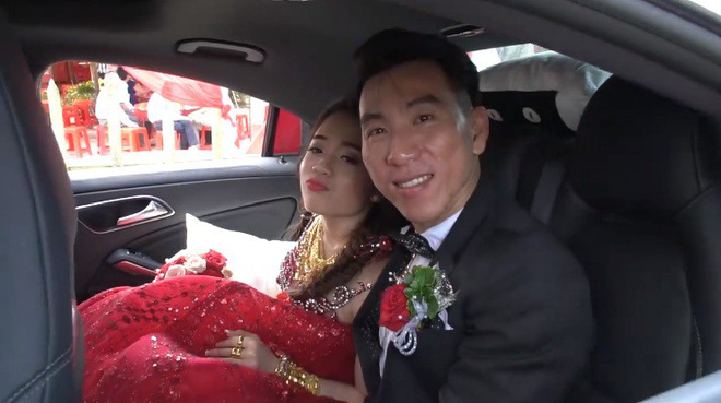 Xuất hiện 'đám cưới 100 cây vàng' đình đám đến mức cô dâu trĩu cổ, chật kín hai tay vì vàng ở Cà Mau khiến MXH xôn xao - Ảnh 3