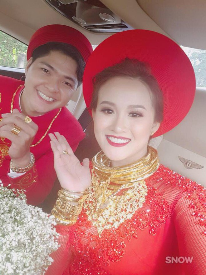 Xuất hiện 'đám cưới 100 cây vàng' đình đám đến mức cô dâu trĩu cổ, chật kín hai tay vì vàng ở Cà Mau khiến MXH xôn xao - Ảnh 9