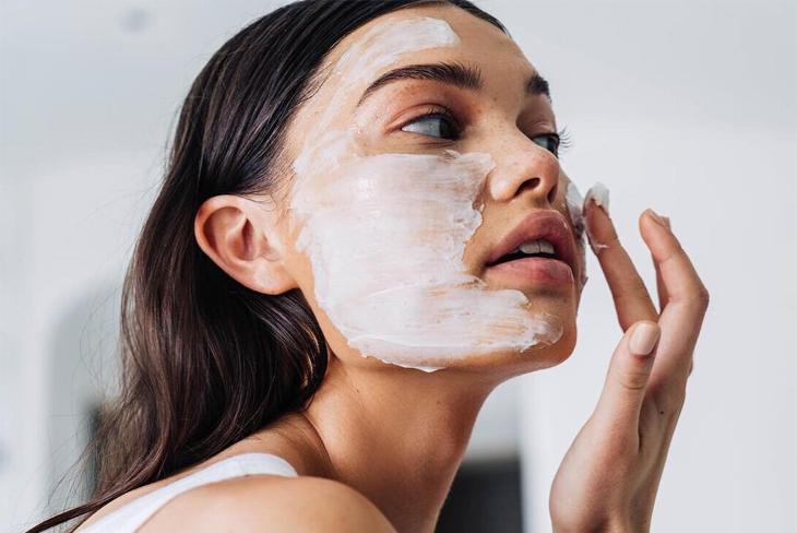 5 loại mỹ phẩm dưỡng da và chăm sóc tóc không hề có tác dụng mà hầu hết phụ nữ đều tin dùng - Ảnh 1