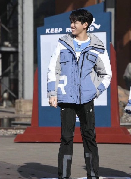 Angelababy lộ vòng eo to bất thường trong loạt ảnh hậu trường 'Keep Running'? - Ảnh 8