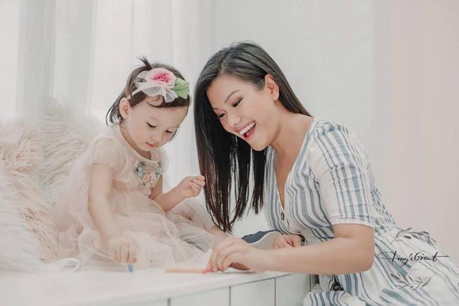 Ca sĩ Phương Vy trải lòng vì những sai lầm của mình trong cách dạy con, khiến nhiều bà mẹ đồng cảm - Ảnh 1