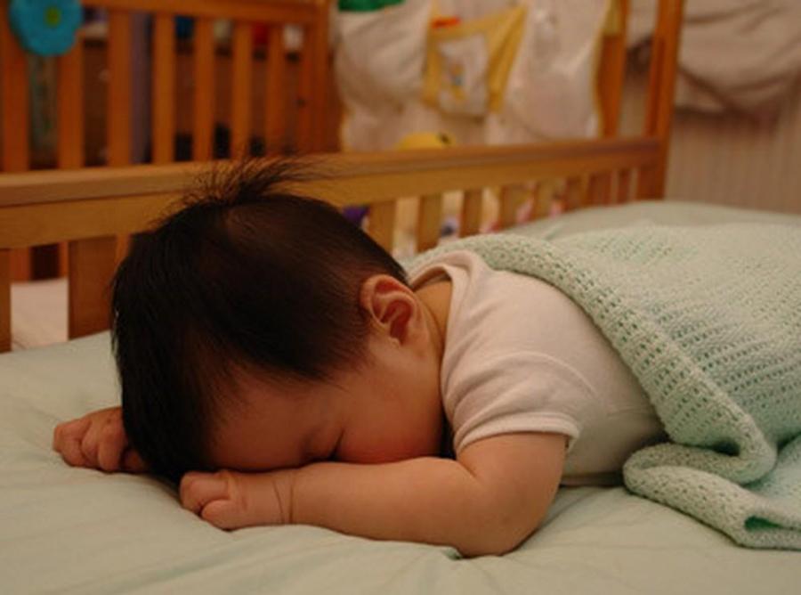 """Đoán tính cách bé yêu """"cực chuẩn"""" qua cách nằm ngủ thường ngày của con - Ảnh 1"""