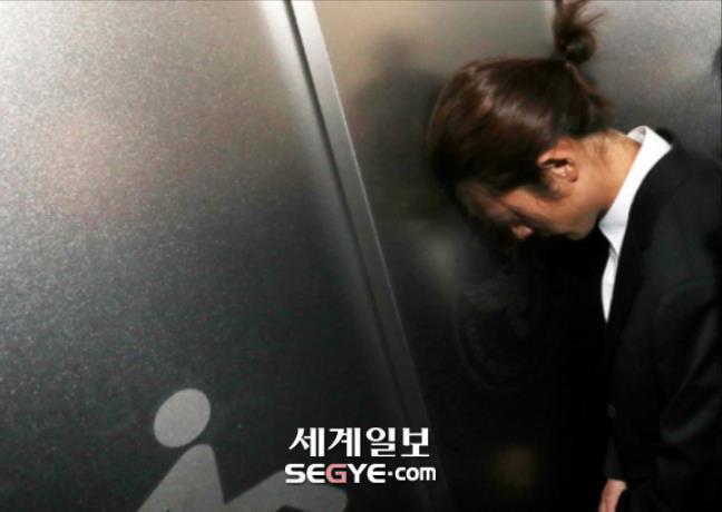 Jung Joon Young bị bủa vây khi tới sở cảnh sát để khai về clip nóng - Ảnh 8