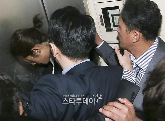 Jung Joon Young bị bủa vây khi tới sở cảnh sát để khai về clip nóng - Ảnh 9