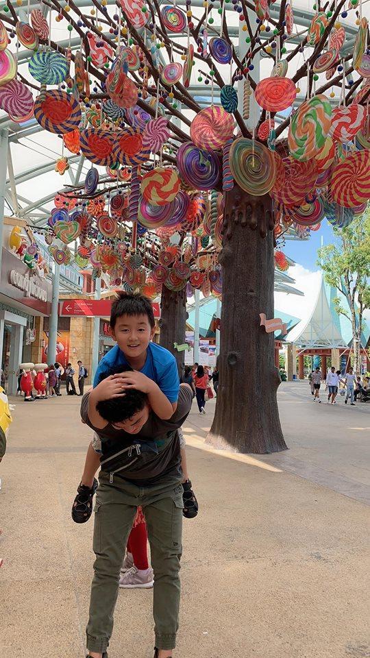 Mấy ai được như Lê Phương, chồng kém 7 tuổi cưng chiều con trai riêng của vợ như 'trứng mỏng' - Ảnh 9