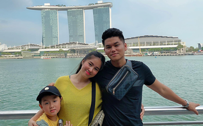 Mấy ai được như Lê Phương, chồng kém 7 tuổi cưng chiều con trai riêng của vợ như 'trứng mỏng' - Ảnh 1
