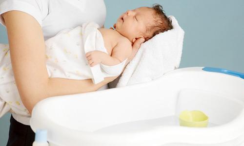 Mẹ lơ đễnh bỏ con 9 tháng trong nhà tắm một lúc sau quay lại sững sờ thấy cảnh tượng này - Ảnh 2