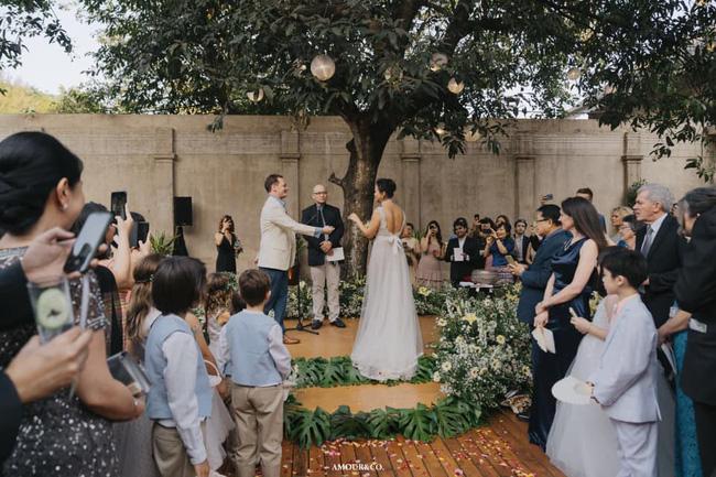 Chồng cũ Hồng Nhung lần đầu xuất hiện sau đám cưới xa hoa với vợ mới - Ảnh 2
