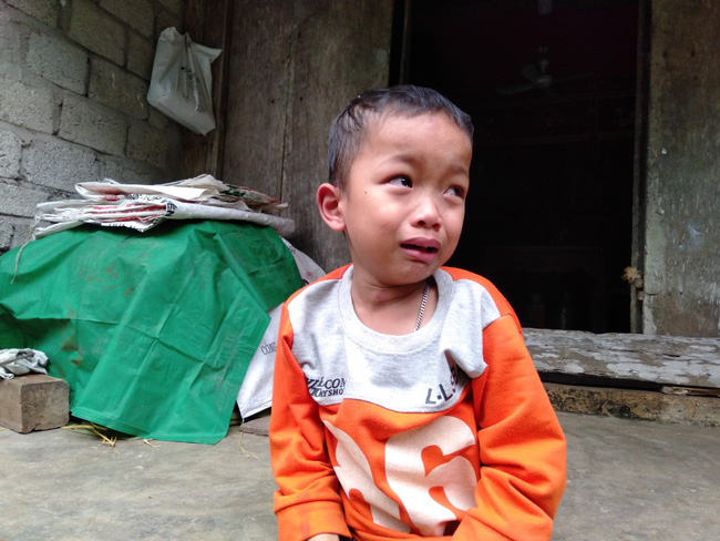 Nước mắt của bé trai 4 tuổi có mẹ bị liệt toàn thân: ''Cháu không dám đi học vì sợ khi về không còn nhìn thấy mẹ nữa'' - Ảnh 7