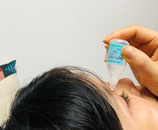 Nữ sinh 16 tuổi suýt mù vì dụi côn trùng bay vào mắt - Ảnh 2