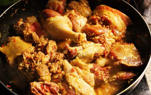 Cách nấu mì Quảng gà ngon ngất ngây, ai ăn cũng phải mê - Ảnh 4