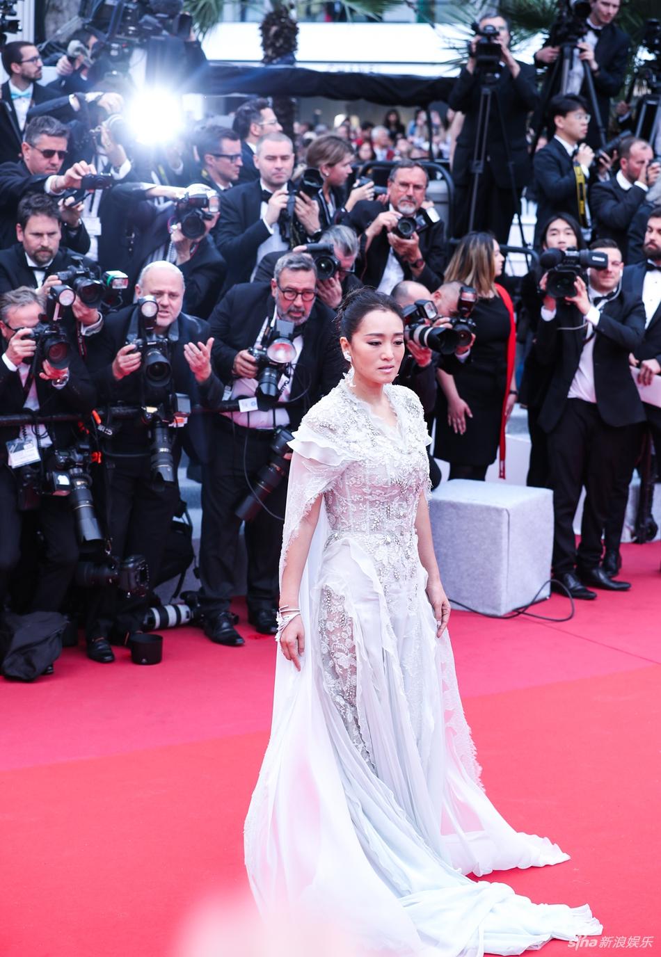 Không có Phạm Băng Băng, sao Hoa ngữ bị lấn át tại thảm đỏ Cannes 2019 - Ảnh 3
