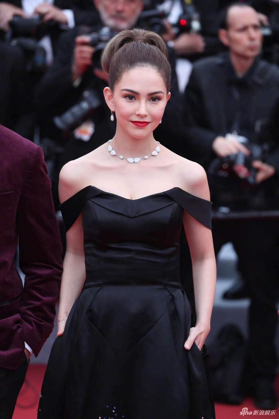 Không có Phạm Băng Băng, sao Hoa ngữ bị lấn át tại thảm đỏ Cannes 2019 - Ảnh 8