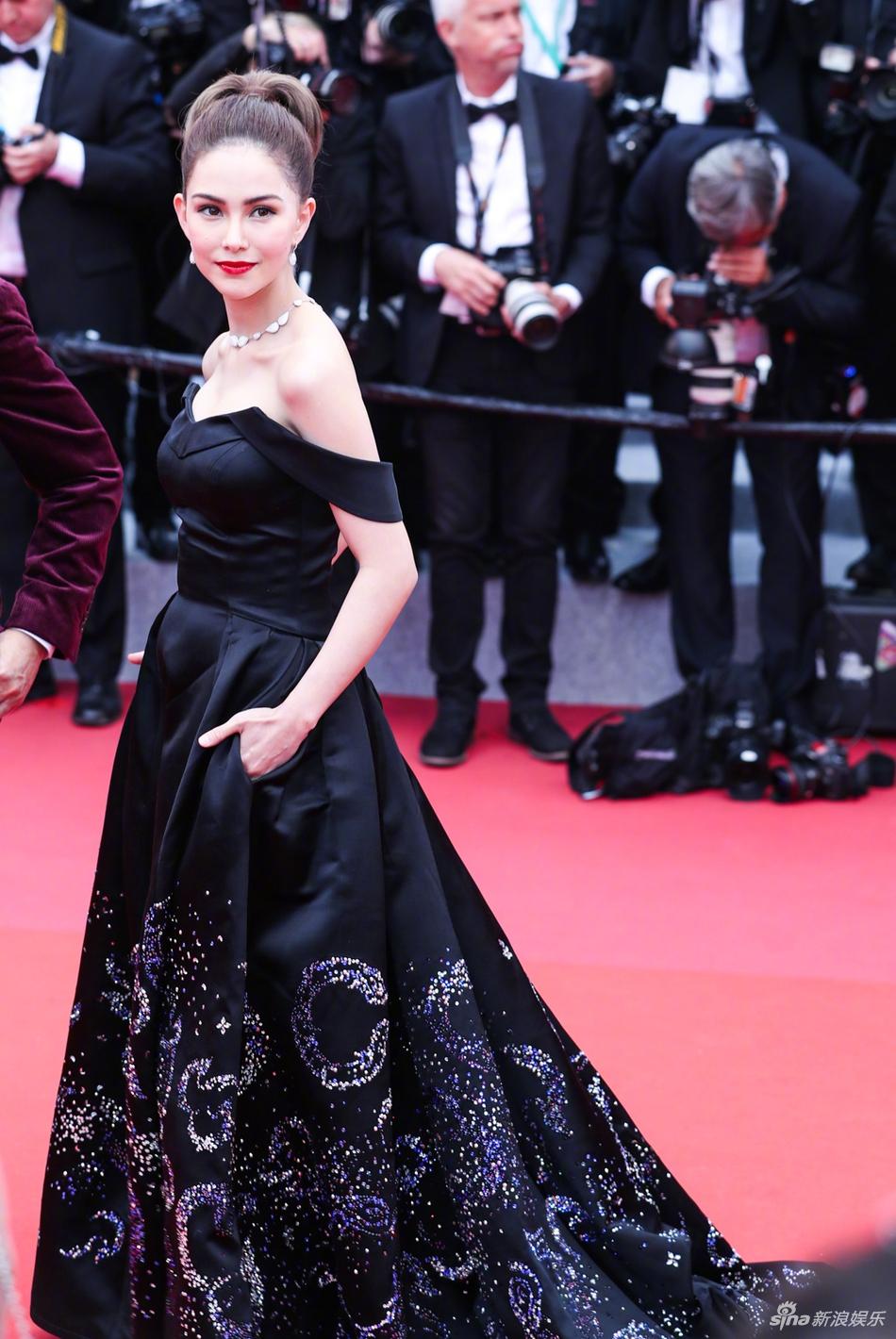 Không có Phạm Băng Băng, sao Hoa ngữ bị lấn át tại thảm đỏ Cannes 2019 - Ảnh 9