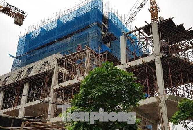 Vụ nhà dân nứt toác: Cao ốc 17 tầng xây sắp xong vẫn chưa nghiệm thu phần móng - Ảnh 1