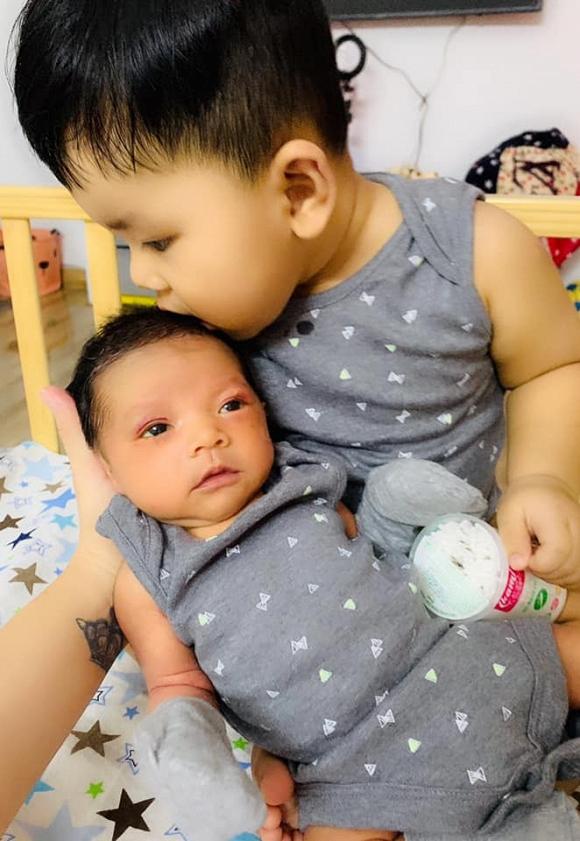 Hải Băng vui mừng khoe sự thay đổi này ở con trai sau 20 ngày sinh - Ảnh 1