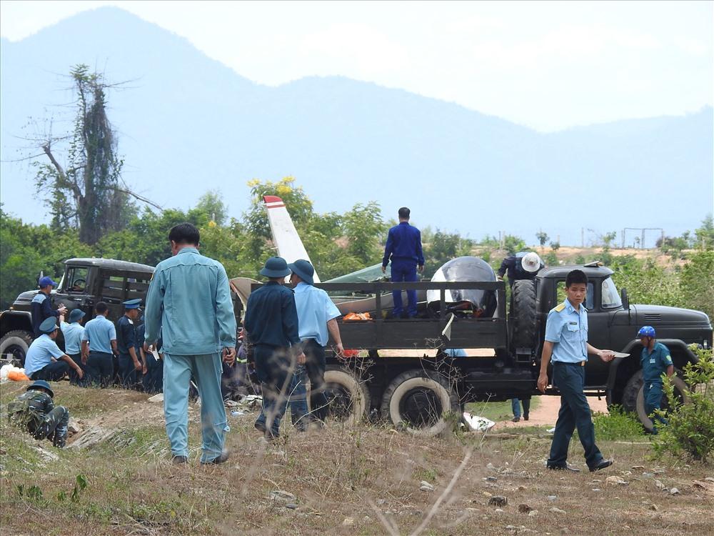 Máy bay quân sự rơi, 2 phi công hi sinh: Đang thu gom xác máy bay vỡ - Ảnh 2