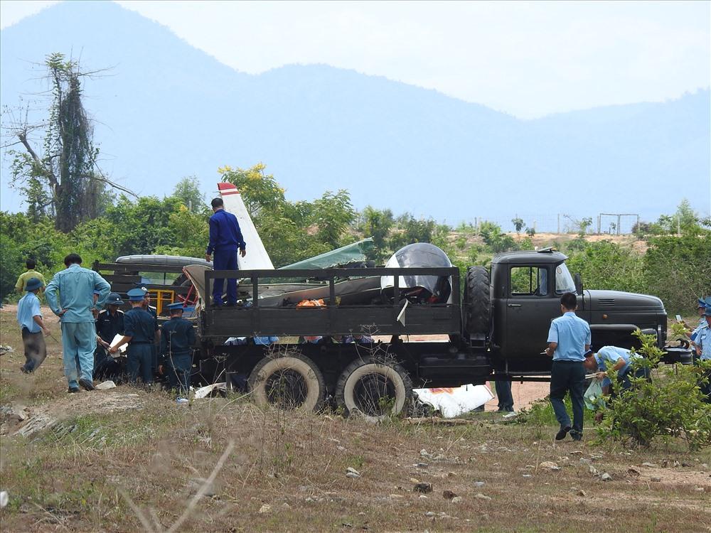Máy bay quân sự rơi, 2 phi công hi sinh: Đang thu gom xác máy bay vỡ - Ảnh 3