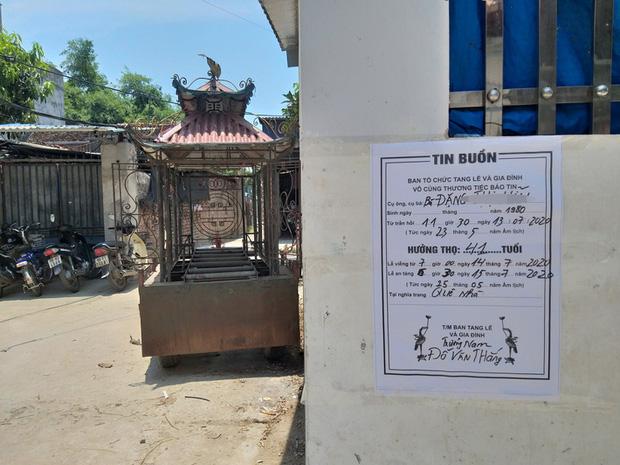 Vụ người phụ nữ bán hoa quả bị đâm tử vong ở Hà Nội: Một khách hàng đem 2 nghìn đồng đến hiện trường trả lại cho người đã khuất - Ảnh 3