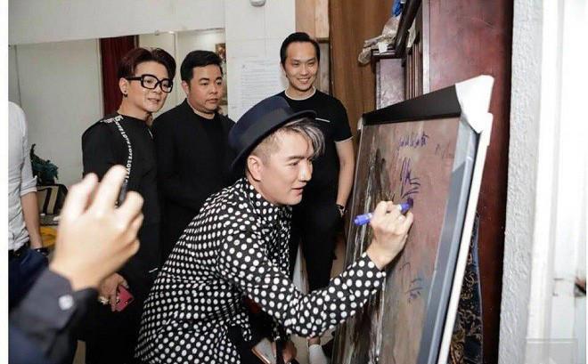 Bị chửi 'vô văn hóa' vì ký tên vào tranh, Đàm Vĩnh Hưng nổi cơn thịnh nộ - Ảnh 3