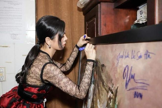 Bị chửi 'vô văn hóa' vì ký tên vào tranh, Đàm Vĩnh Hưng nổi cơn thịnh nộ - Ảnh 2