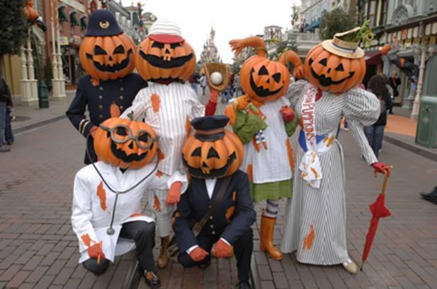 Halloween mang ý nghĩa giáo dục con người biết sẻ chia và tránh xa ma quỷ