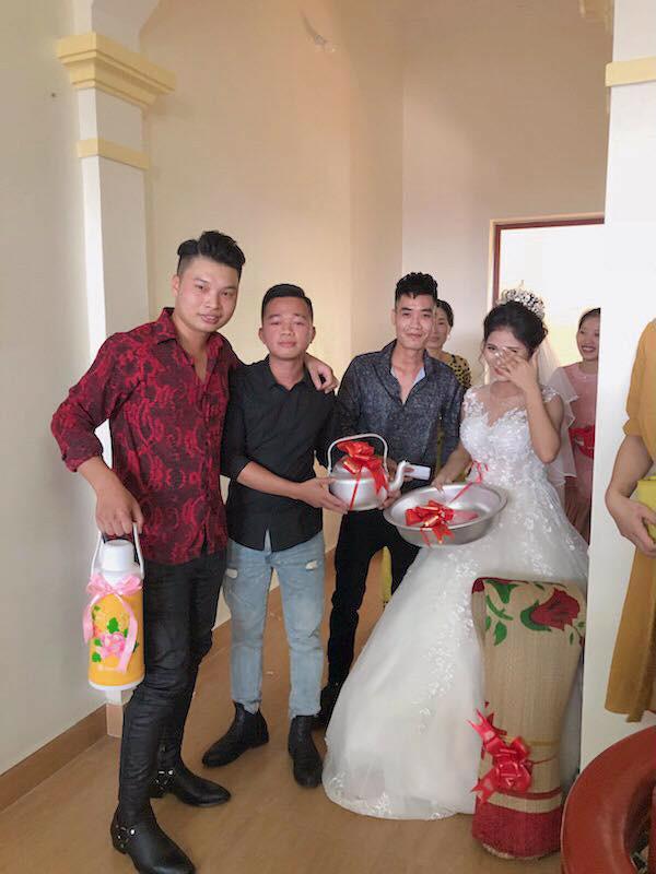 Hội bạn thân sưu tập ảnh thời 'trẻ trâu' của cô dâu dán lên phong bì mừng cưới khiến dân mạng cười ngất - Ảnh 3