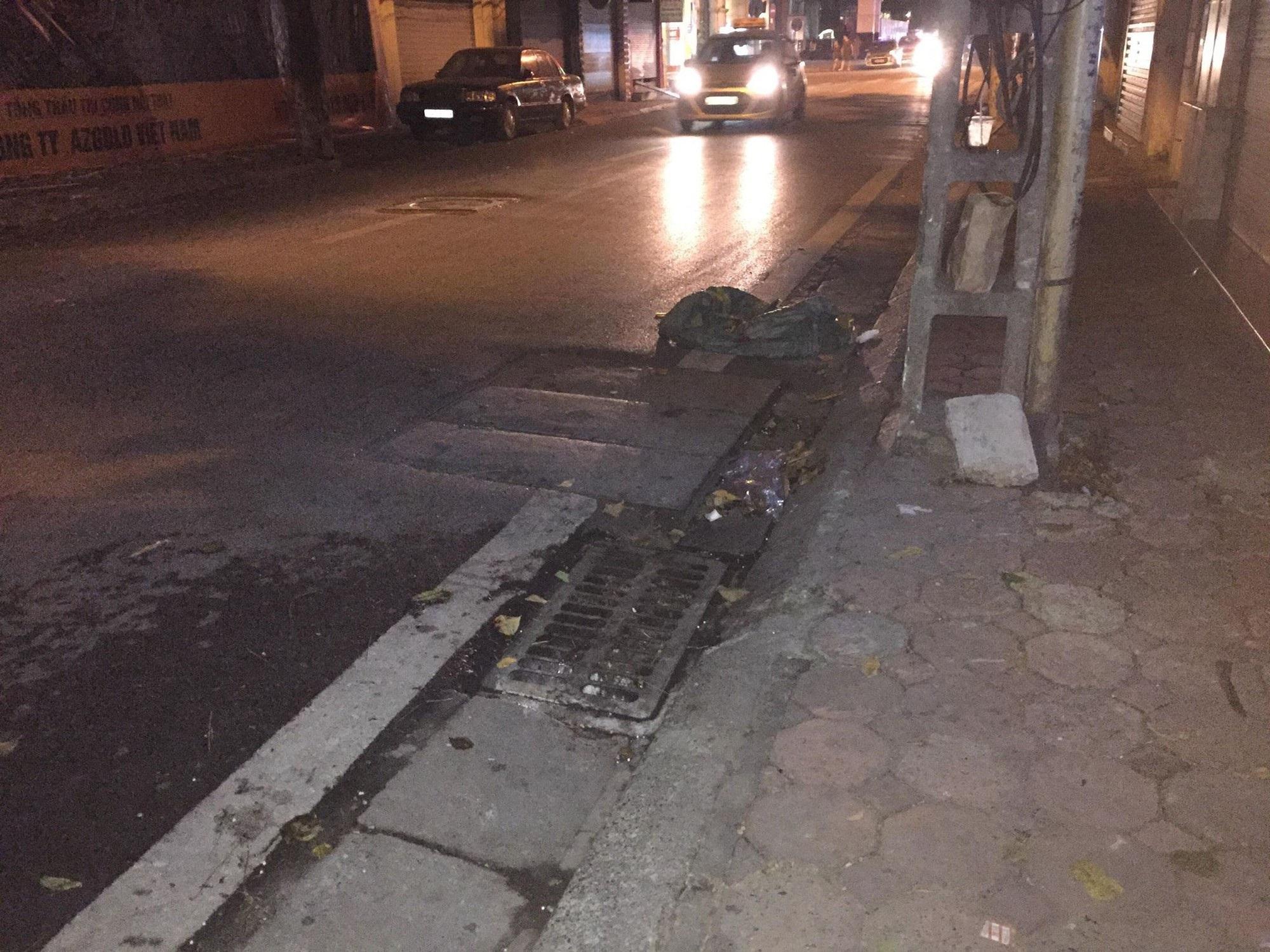 Vụ thanh niên chặn xe đâm bạn gái cũ giữa phố Hà Nội: 'Tôi chạy ra thì thấy cô ấy người đầy máu, miệng kêu cứu...' - Ảnh 1