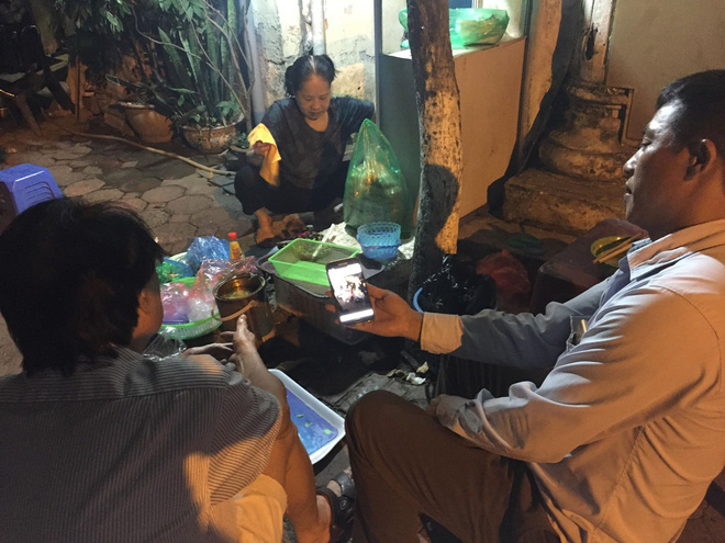Vụ thanh niên chặn xe đâm bạn gái cũ giữa phố Hà Nội: 'Tôi chạy ra thì thấy cô ấy người đầy máu, miệng kêu cứu...' - Ảnh 2