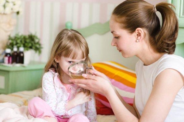 Cách chăm sóc bé bị sốt không rõ nguyên nhân - Ảnh 2