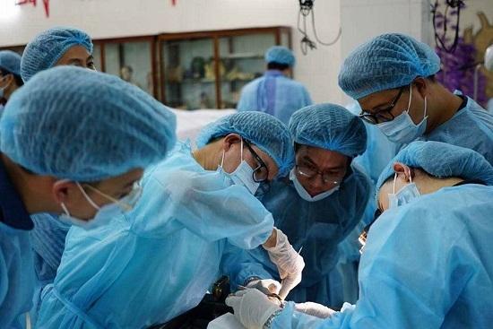 Bệnh viện Thẩm mỹ Kangnam tiết lộ lý do khách hàng 59 tuổi đến căng da mặt sau đó tử vong - Ảnh 1