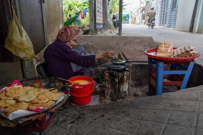 Cụ bà 93 tuổi bán bánh kẹp giá 1.000 đồng ở Cần Thơ - Ảnh 9