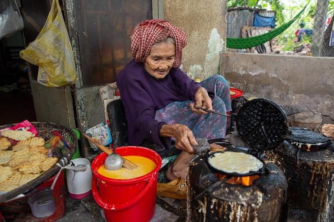 Cụ bà 93 tuổi bán bánh kẹp giá 1.000 đồng ở Cần Thơ - Ảnh 3