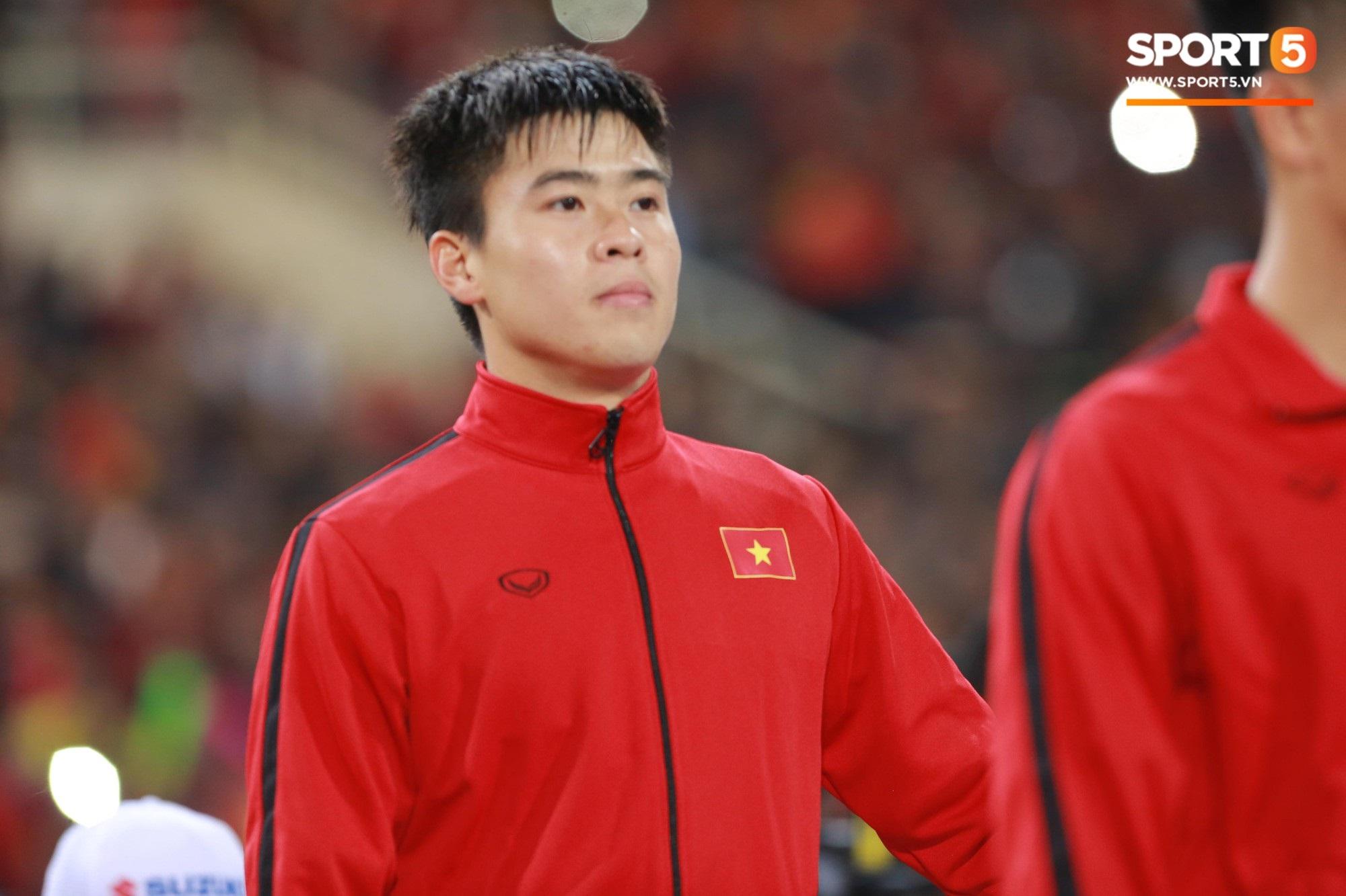 Giây phút chào cờ xúc động của đội tuyển Việt Nam, Đình Trọng, Hồng Duy cùng cầu nguyện trước khi xung trận - Ảnh 9
