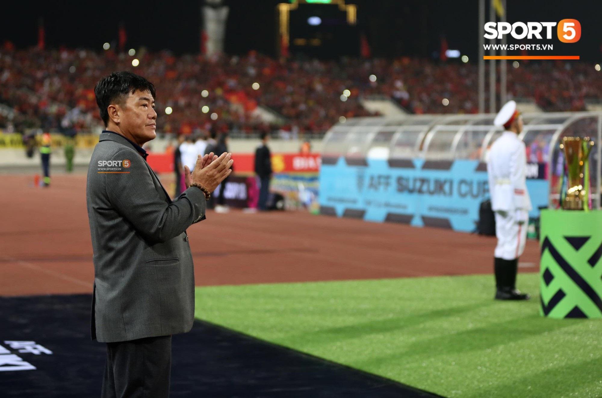 Giây phút chào cờ xúc động của đội tuyển Việt Nam, Đình Trọng, Hồng Duy cùng cầu nguyện trước khi xung trận - Ảnh 12