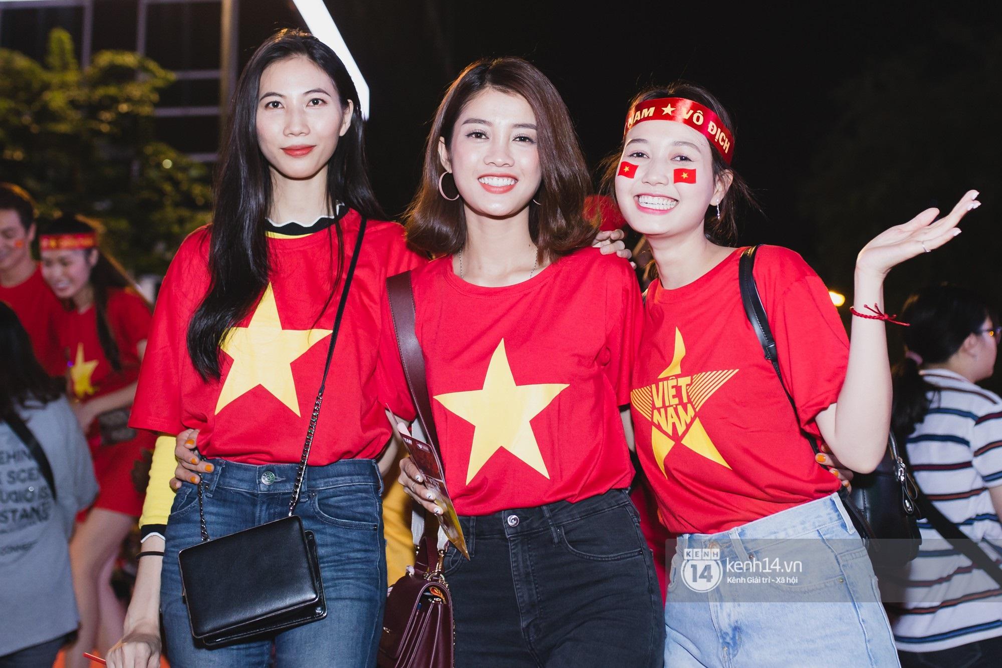 Hào hùng quá Việt Nam ơi, hàng trăm nghệ sĩ cùng cất vang tiếng hát cho trận bóng lịch sử - Ảnh 10