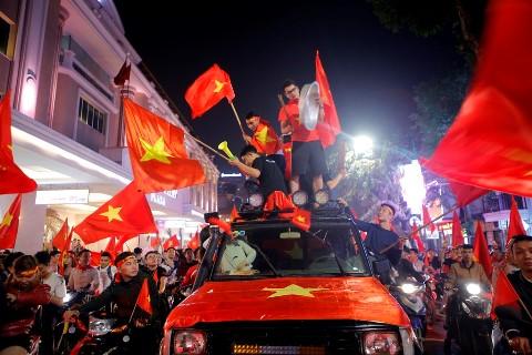 Việt Nam vô địch, Hoài Linh viết lời cảm động cho thầy trò HLV Park Hang Seo, nhắc tên bầu Đức - Ảnh 2