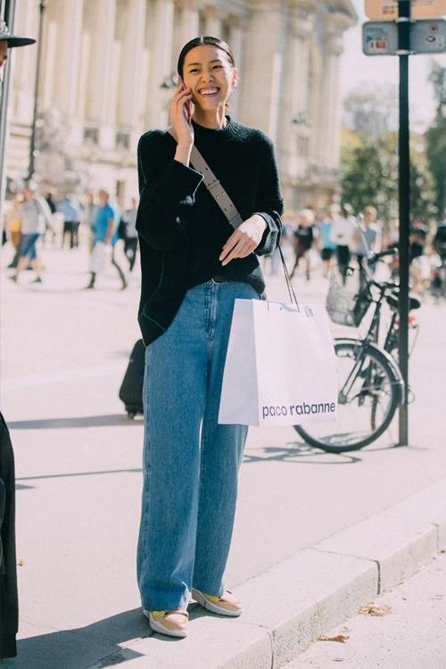 Quên kiểu quần jeans bó giò đi, đây mới là mốt jeans thống trị 2019 - Ảnh 2